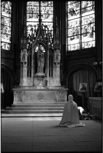 nun-praying-paris1-739229