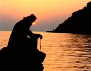 monk-praying-sunset